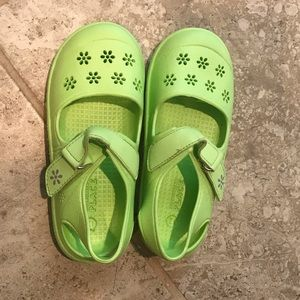 NWOT The Children's Place Girls Shoes- Size 12